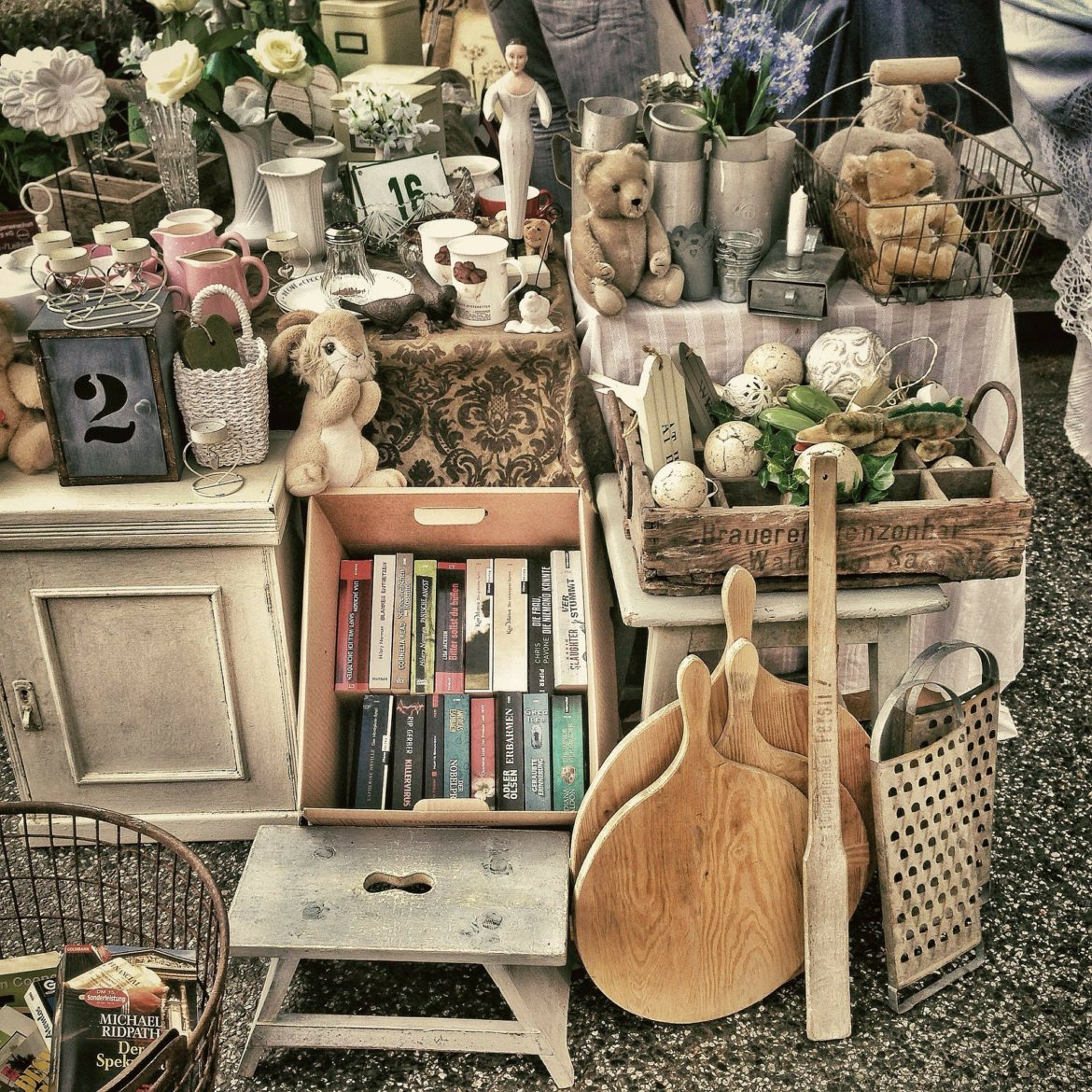 How to Shop a Flea Market the RIGHT Way